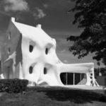 Во Франции появился «дом-призрак». ФОТО