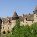 Во Франции выставили на продажу около 100 старинных замков